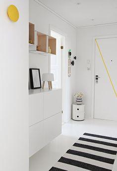 decoracion-casa-moderna-estilo-nordico-ambiente-acogedor-mobiliario-diseno-kartell