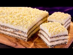 Layers of fluffy cakes and lots of white chocolate. Chocolate Blanco, White Chocolate, Sweets Recipes, Air Fryer Recipes, Vanilla Cake, Deserts, Food And Drink, Yummy Food, Favorite Recipes