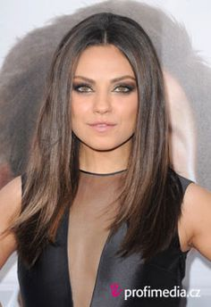 Mila kunis hair color ❤ How To Add Highlights To Dark Brown Hair at Home - Beauty Editor Hair Color Dark, Brown Hair Colors, Dark Hair, Hair Colour, Brown Hair With Highlights, Blonde Highlights, Subtle Highlights, Dimensional Highlights, Caramel Highlights