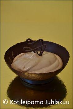 Suklaakulhoista tarjoiltu maitosuklaamousse Incense, Pudding, Desserts, Food, Tailgate Desserts, Deserts, Custard Pudding, Essen, Puddings