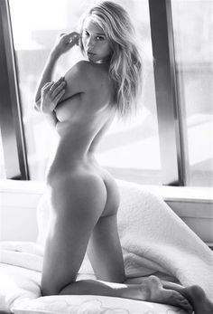 Alexis Ren Nude Photo) via New B&W nude photo of Alexis Ren by David Bellemere in new photoshoot, Just wow! Alexis Ren is an American model. Alexis Ren, La Girl, Glamour, Mannequins, Belle Photo, White Photography, Boudoir Photography, Female Models, Female Form