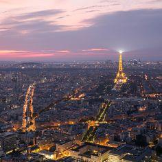 Coucher de soleil à Paris! Heure bleue Photo Story, Paris Photos, Parisian, Airplane View, Paris Skyline, Photo And Video, Lifestyle, Travel, Instagram