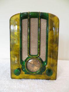 1938 Emerson Tombstone Catalin Radio