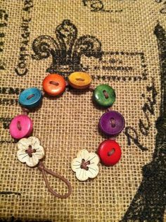 button bracelet - Great Girl Scout Craft - - Gift Ideas For Girl Friend Girl Scout Swap, Girl Scout Leader, Girl Scout Troop, Button Art, Button Crafts, Pin Button, Girl Scout Activities, Leadership Activities, Girls Camp Activities