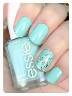 i really love the color of it! it's so pretty and the nail art is really simple!!!