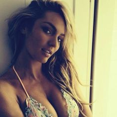 South African beauty Candice Swanepoel has become one of the most successful Victoria's Secret models of all time but what makes her tick. Candice Swanepoel, Marilyn Monroe, Pretty People, Beautiful People, Beautiful Women, Beautiful Models, Simply Beautiful, Fashion Models, Fashion Beauty