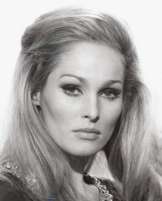 Ursula Andress born 19 March 1936 is a Swiss film and television actress former model and sex symbol who has appeared in American British and Italian fil Ursula Andress, Sophia Loren, Bond Girls, Actrices Hollywood, Catherine Zeta Jones, Old Hollywood Glamour, Classic Movies, Classic Beauty, Movies
