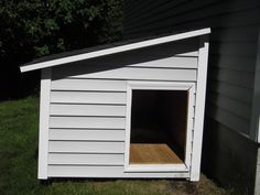 This lean to style dog house will make a great outdoor litter box holder once it gets a wire door for access, some venting and then connected to the house by a cat door.