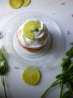 Tartare de saumon, avocat et chantilly au citron vert