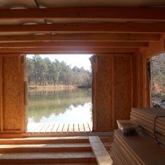 Nouveauté 2012 : séjournez dans une cabane sur l'eau avec vue imprenable sur l'étang. Amateurs de nature, de calme, de pêche, vivez à fleur d'eau au contact de la nature dans une véritable cabane en bois. Invitez votre compagnon, votre compagne ou votre famille à découvrir des vacances autrement.