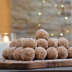 Karácsonyi hópihe golyó - GastroHobbi Doughnut, Cereal, Sweets, Breakfast, Simple, Desserts, Food, Morning Coffee, Tailgate Desserts