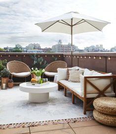 Brooklyn Newlyweds Home Tour Moving In With a Significant Other - Patio Furniture - Ideas of Patio Furniture - Moving In With Your S. Tour a Blended Newlywed Home That Gets It Right Design Patio, Outdoor Patio Designs, Outdoor Spaces, Outdoor Living, Outdoor Decor, Patio Ideas, Outdoor Patios, Backyard Furniture, Outdoor Furniture Sets
