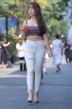 Superenge Jeans, Sexy Jeans, Korean Beauty Girls, Korean Girl Fashion, Cute Asian Girls, Fashion Tights, Denim Fashion, Beautiful Asian Women, Vestidos