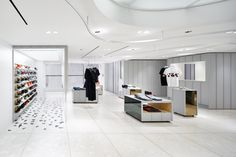torafu architects design a flexible open-plan layout design for BEAMS boutique clothing store, located in shinjuku, japan Retail Store Design, Retail Shop, Boutique Shop, Boutique Clothing, Space Architecture, Floor Finishes, Architect Design, Design Firms, Furniture Decor