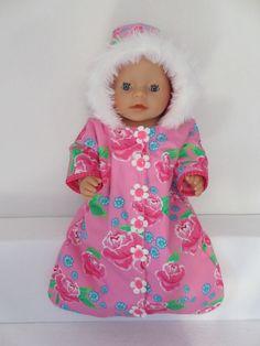 Voor Baby Born Girl een schattig reiszakje met capuchon in leuke kleurtjes gaat dicht met drukkers
