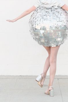 Be the star of the costume par-tay with this DIY disco ball costume! Costumes Assortis, Group Halloween Costumes, Halloween Diy, Costume Ideas, Diy Outfits, Disco Costume Diy, Silver Shirt, Barbie, Lace Skirt