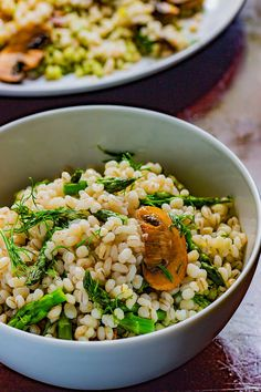 This budget-friendly summer mushroom asparagus barley salad with lemon dill dressing recipe- just screams bright and light and delicious. How To Cook Barley, How To Cook Rice, How To Cook Pasta, Cooking Barley, Cooking Pasta, Cooking Rice, Vegan Dinner Recipes, Vegan Dinners, Vegan Snacks