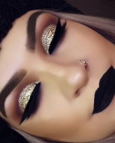 Gold Makeup Tutorial with Blue Under-Eye Liner - Make up hacks Prom Makeup, Cute Makeup, Gorgeous Makeup, Wedding Makeup, Pretty Makeup, Makeup 2018, Makeup Style, Bridal Makeup, Dark Makeup Looks