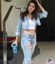 Kiara Advani snapped at Bandra Picture Gallery image # 360682 at Stars Spotted 2017 containing well categorized pictures,photos,pics and images. Indian Actress Hot Pics, Bollywood Actress Hot Photos, Indian Bollywood Actress, Beautiful Bollywood Actress, Indian Actresses, Bollywood Outfits, Bollywood Girls, Bollywood Fashion, Stylish Girls Photos