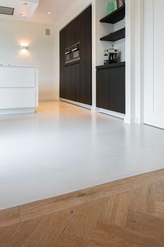Particulier in Bavel - Creative Floors gietvloeren Minimal Kitchen Design, Rustic Kitchen Design, Room Interior, Interior Design Living Room, Floor Decor, Interior Design Tips, Floor Design, Kitchen Styling, New Homes