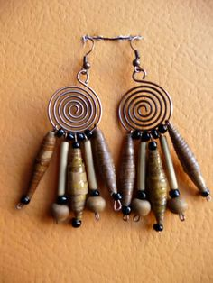 paper earrings/ aros con piezas de papel madera: