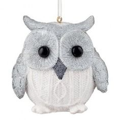 This ceramic owl definitely deserve a spot of your Christmas tree, covered in white glitter, he is sure to spread some joy. Cosy Christmas, Christmas 2014, Christmas Themes, Christmas Tree Decorations, Christmas Ornaments, Holiday Decor, Ceramic Owl, Red Panda, White Glitter