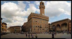 Palazzo Vecchio si trova in piazza della Signoria a Firenze ed è la sede del comune della città. Rappresenta la migliore sintesi dell'architettura civile trecentesca cittadina ed uno dei palazzi civici più conosciuti nel mondo. Wikipedia