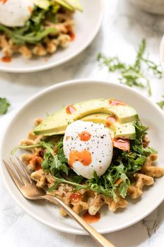 Savory Zucchini Breakfast Waffles These savory ZUCCHINI Almond Flour Waffles are the perfect way to start your day! Topped with hummus, arugula, avocado & a poached egg! Breakfast Waffle Recipes, Zucchini Breakfast, Breakfast Waffles, Savory Breakfast, Pancakes And Waffles, Brunch Recipes, Zucchini Quinoa, Perfect Breakfast, Recipe Zucchini