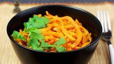 vegan sweet potato curry -  Ein leckeres Curry muss nicht immer Fleisch enthalten - im Gegenteil: Dieses tolle Rezept für ein Süßkartoffelcurry ist sogar vegan und noch dazu ...