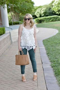 Summer to Fall Outfit Idea: Green skinny jeans, white lace cami and camel accessories. Preppy Outfits, Preppy Style, Fall Outfits, Cute Outfits, Fashion Outfits, Fashion Trends, Fashion Bloggers, White Lace Cami, Only Fashion