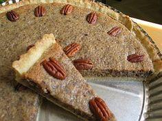 *Francouzský ořechový koláč*  Použijeme koláčovou formu o průměru 30 cm, nebo menší, ale vyšší.  Ve vyšší míse promícháme metlou sypké ingredience s máslem na jemnou drobenku. Pak přidáme vajíčko a lžící zaděláme těsto.
