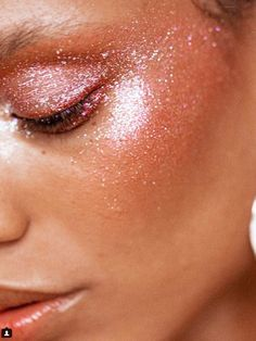 10 Glam and Glitter Makeup Looks 10 Glam and Glitter Make-Up Looks – # looks – # Genel Festival Looks, Festival Make Up, Makeup Inspo, Makeup Inspiration, Makeup Tips, Hair Makeup, Makeup Ideas, Pink Makeup, Makeup Hairstyle