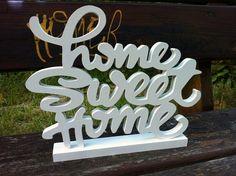 """Lettres en bois """"home sweet home"""". Personnalisé. Ils mesurent 26cm de hauteur x 30 cm de long. Avoir une épaisseur de 1,5 cm. La photo modèle est peint en blanc."""