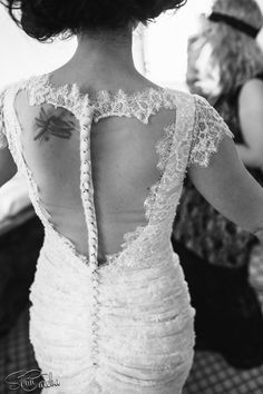 Details of a lace vintage wedding dress. Visit http://sorincareba.ro website for more wedding photos