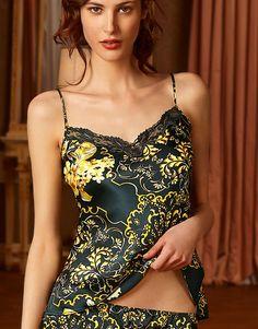 Caraco - PRINCESSE SUABI.  Un sublime Caraco pour les séduisantes princesses. Une lingerie alliant la noblesse de la soie aux arabesques dorée.  La collection vous à séduite ? Ce n'est que le début. Continuez la découverte sur notre site :  http://www.larosenoire.fr/fr/619-silk-baroque-lingerie-de-nuit  Collection silk baroque de Lise Charmel  #lingeriefine #lingeriedeluxe #lingeriedenuit #lisecharmel #mode