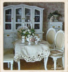 Le Manoir Rose Blanche by Lissus dollhouse, via Flickr