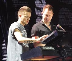 Liam is gonna learn how to play keyboards by the end of this tour.