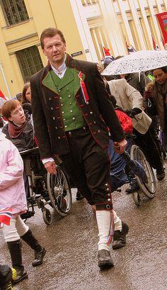 Men's Bunad So cool! Folk Costume, Costumes, Norway Viking, Norwegian Style, Traditional Dresses, Sweden, Men Dress, Woods, Frozen