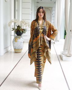 Ideas Fashion African Traditional Wedding Dresses For 2019 Kebaya Muslim, Kebaya Hijab, Kebaya Dress, Batik Kebaya, High Street Fashion, Blouse Batik, Batik Dress, Batik Blazer, Dress Batik Kombinasi