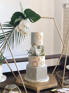 Creative and Stylish Geometric Wedding Decors Hexagon Wedding Cake, Floral Wedding Cakes, Wedding Cake Designs, Wedding Cake Stands, Wedding Cake Toppers, Wedding Table, Wedding Cake Display, Geometric Cake, Geometric Wedding