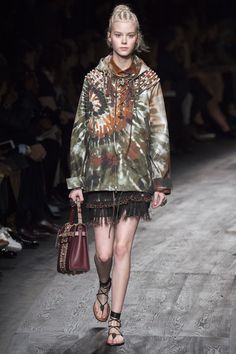 Valentino Spring 2016 Ready-to-Wear Fashion Show - Amalie Schmidt (OUI)