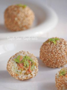 Onigiri Recipe, Salmon And Rice, Rice Balls, Japanese Food, Japanese Recipes, Food Art, Baked Potato, Simple, Sushi
