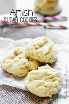 These Amish Sugar Cookies are simple to make and delicious. They melt in your mouth! Amish Sugar Cookies, Drop Sugar Cookies, Yummy Cookies, Cookies Et Biscuits, Baby Cookies, Heart Cookies, Valentine Cookies, Easter Cookies, Birthday Cookies