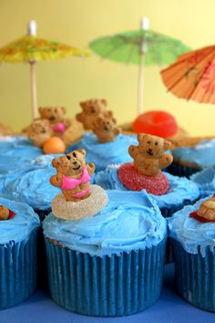 Teddy Graham Beach Party - mom you so did this for me or chris, with that bundt cake and graham cracker diving board! haha i can't believe i remember that!~So cute for a child's birthday party~ Beach Cupcakes, Summer Cupcakes, Teddy Graham Beach, Hawaian Party, Beach Themed Cakes, Cupcakes Decorados, Teddy Grahams, Bakerella, Cupcake Party