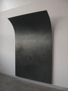 Wanda Stolle o.T. 2011, Graphit, Leinöl, Kreidegrund auf Holz, 260 x 170 cm