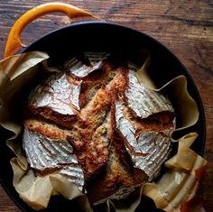 KAMAU: Zuurdesembrood van roggetarwe uit de pot in dutch oven oven Savoury Baking, Dutch Oven, No Bake Cake, Steak, Pizza, Bbq, Pork, Cooking, Recipes