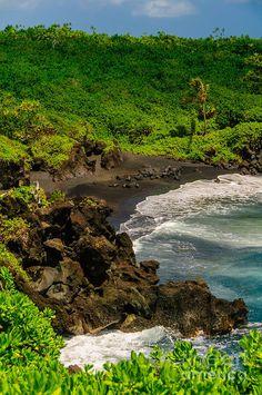 Ocean view to de Road to Hana, Maui, Hawaii_ USA