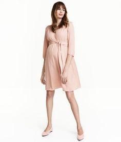 9a3def377a712 H M MAMA Kleid mit V-Ausschnitt 24