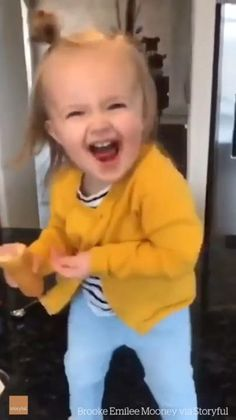 Funny Baby Memes, Cute Funny Baby Videos, Cute Funny Babies, Funny Videos For Kids, Funny Short Videos, Cute Funny Animals, Funny Cute, Hilarious, Cute Baby Pictures