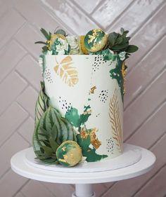 19th Birthday Cakes, Jungle Birthday Cakes, Jungle Theme Cakes, Safari Cakes, Baby Boy 1st Birthday Party, Birthday Cake Girls, Hawaiian Birthday Cakes, Animal Birthday Cakes, Safari Theme